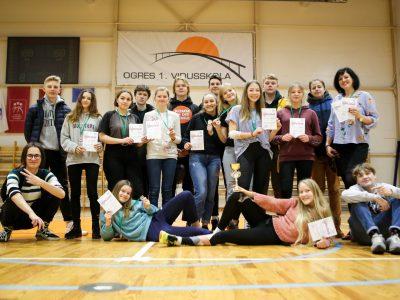 Ogres 1.vidusskolas meitenēm bronzas medaļas skolēnu spartakiādē frisbijā