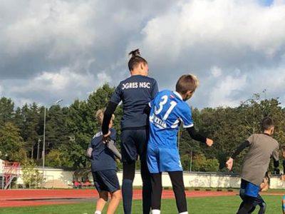 Jaunie futbolisti turpina pilnveidot sevi